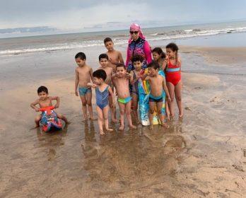 أطفال أم المؤمنين عائشة …على الشاطئ